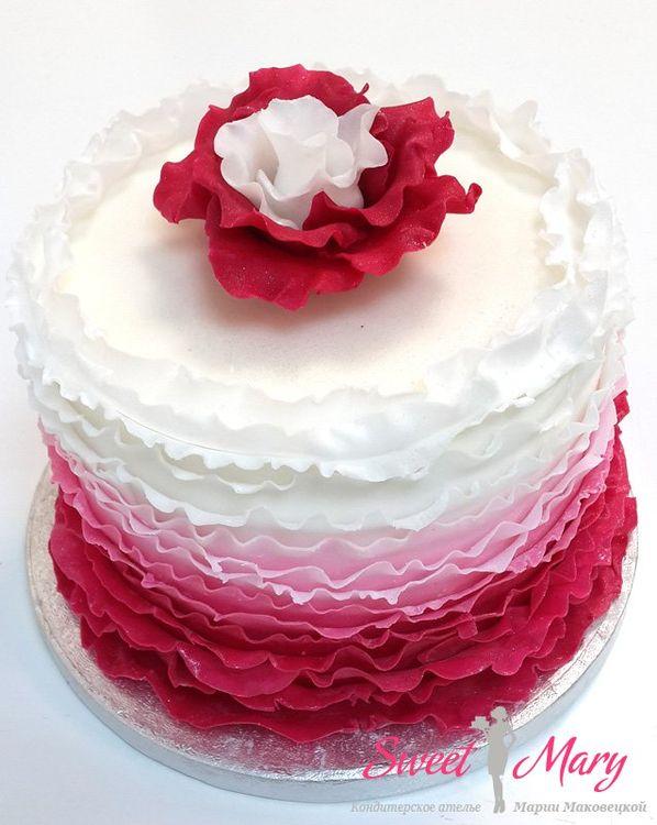Торт с рюшами (оборочками) из мастики кондитерская Свит Мэри.
