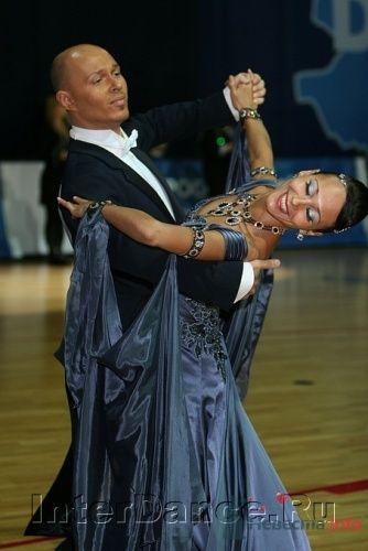 Преподаватели -- конкурсные танцоры, активно участвующая в турнирах различного уровня спортивная пара