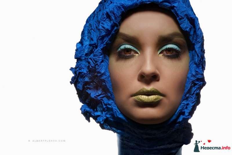 Тематический образ невесты выражен в ярком макияже в стиле фейс арт в зеленом и голубом тонах - фото 109982 Хабарова Марина - прическа и макияж на свадьбу