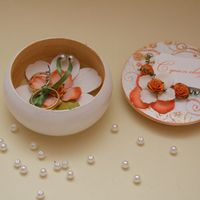 Шкатулка для колец с оранжевым цветочным декором