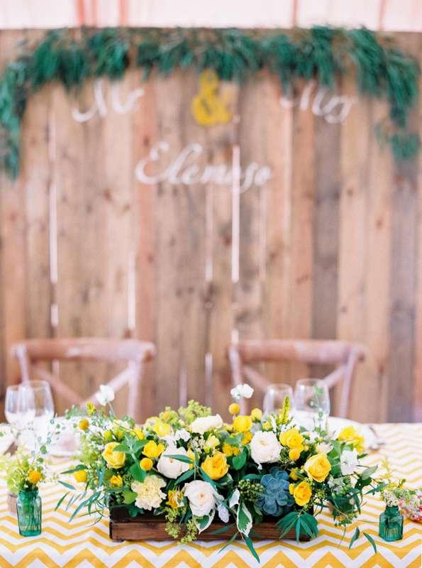 Композиция из белых пионовидных роз, желтых кустовых роз, кремовых гвоздик, белого горошка, краспедий, эвкалипта, суккуленты, - фото 3072147 marymonroy