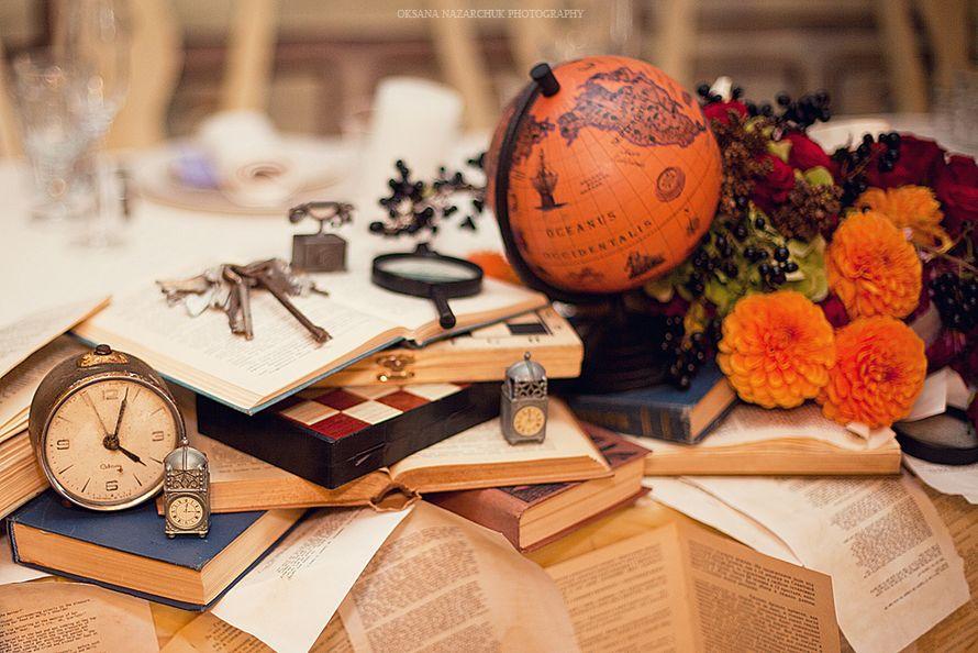 """Оформление для фотосессии осенней тематической свадьбы путешествия с использованием глобуса, ключей, шахмат на книгах - фото 1052753 Загородный комплекс """"Бабушкин Сад"""""""