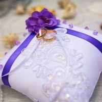 Подушечка для колец с лиловым цветком
