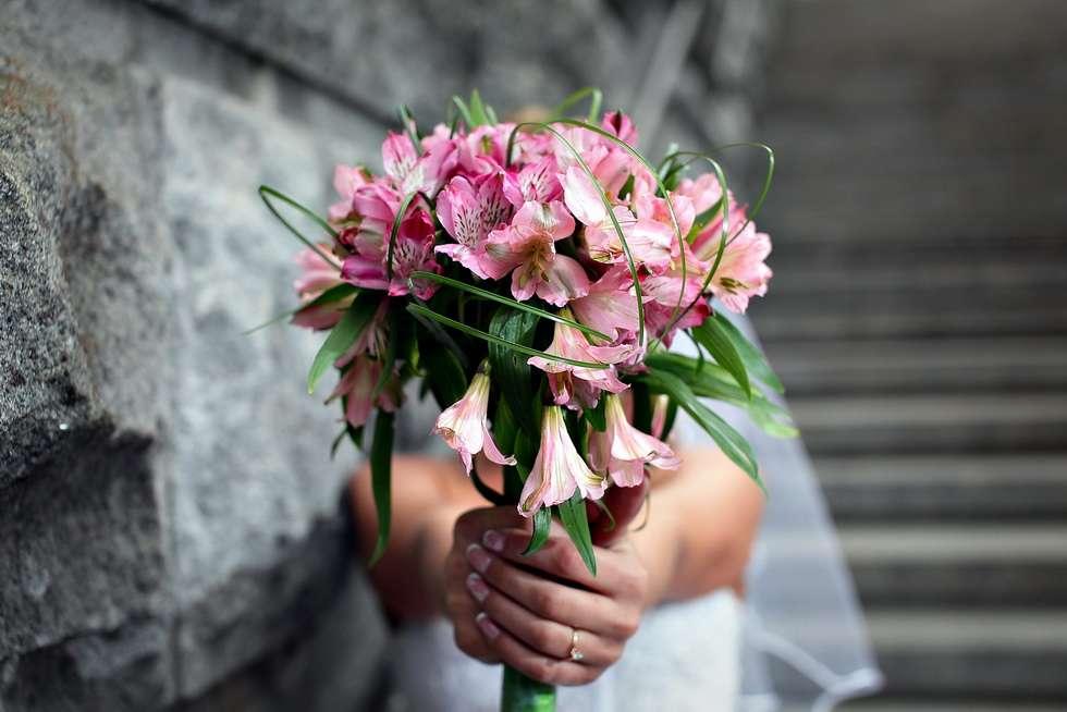 Букет из альстромерий на свадьбу своими руками