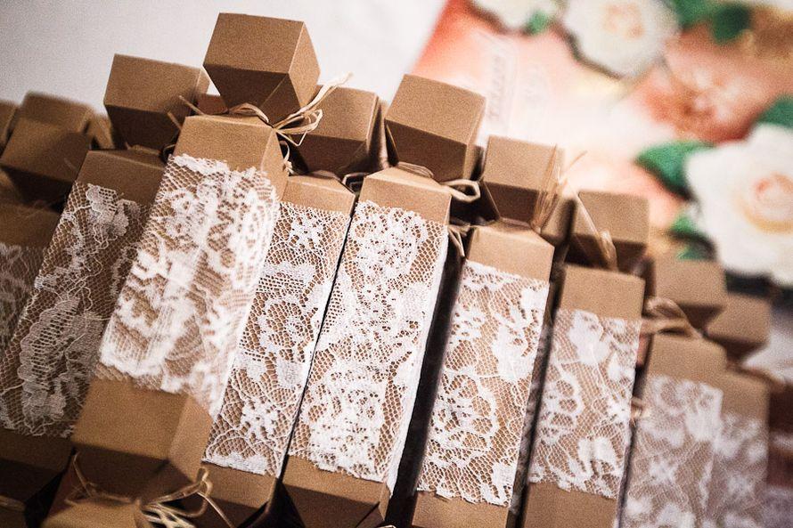 Приглашения на свадьбу, в цветах соответствующих тематике торжества, в коричневых тонах в белом кружеве - фото 1122271 Фотограф Ведута Валерий