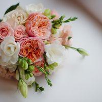 персиково-коралловый свадебный букет, пионовидная роза