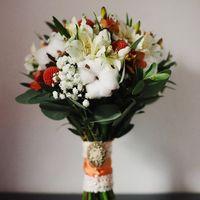 оранжево-белый букет невесты