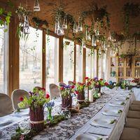 оформление веранды, весеннее оформление, рустикальная свадьба, бутылочки на свадьбе, оформление стола