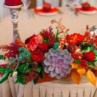 красная свадьба, гранаты, яблоки, суккуленты, цветочная композиция, декор президиума