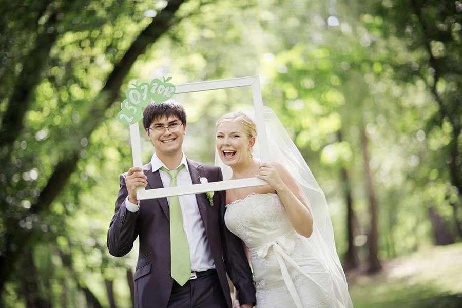 реквизит для свадебной фотосессии весной в парке зиме