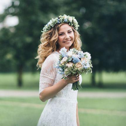 Букет невесты для летней свадьбы у воды