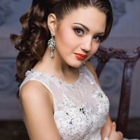 прическа хвост украшение корона красные губы визажист Надежда Сутягина