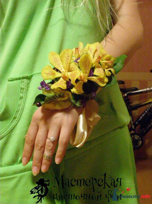 браслет из орхидеи, статице, салала и декоративных материалов (в декорированной пробирке с водой) - фото 121610 Мастерская цветочной феи - цветы