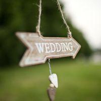 """Табличка-стрелочка """"Wedding"""" из состаренного дерева тёмная 1 день аренды - 50 р."""