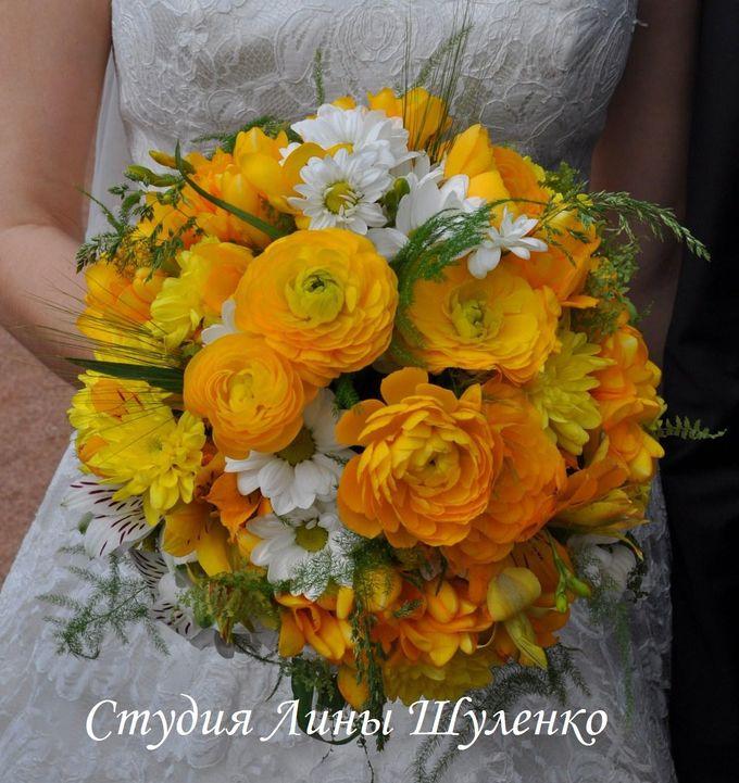 Желтый букет невесты из ранункулюсов,фрезий,хризантем, альстромерий в Симферополе.Свадьба в Крыму.