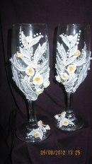 """Свадебные бокалы ручной работы, выполнены из белого кружева с бусинами и лепными цветами - фото 1188923 Мастерская аксессуаров """"У Натальи"""""""