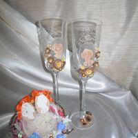 Интересные бокалы и подушечка для колец разыскивают пару