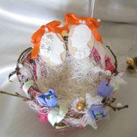 """оригинальная альтернатива подушечки для колец, выполнена в виде гнездышка, где уютно расположились комеи """"жених и невеста"""""""