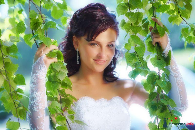 невеста среди зеленых деревьевсвадьба летом - фото 127844 Studio-Wedding - фотограф
