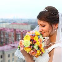 Свадебная причёска с диадемой и фатой.