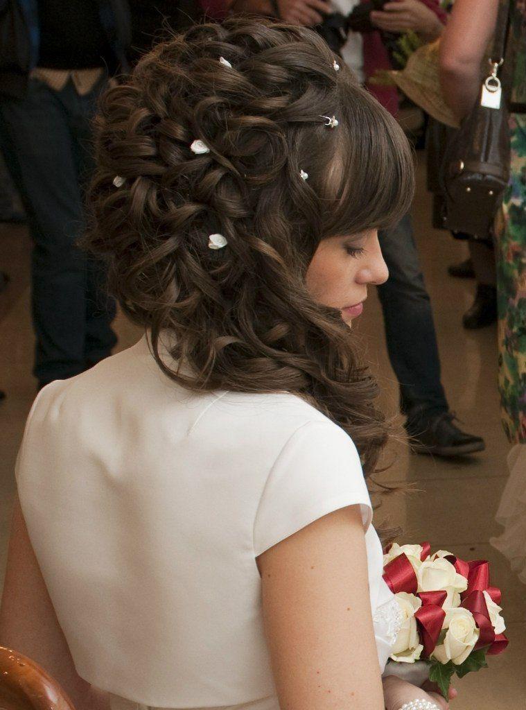 Прическа на бок с кудрями на длинные волосы своими руками