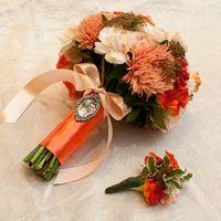 Букет невесты в оранжевой гамме из пионов, роз и астр