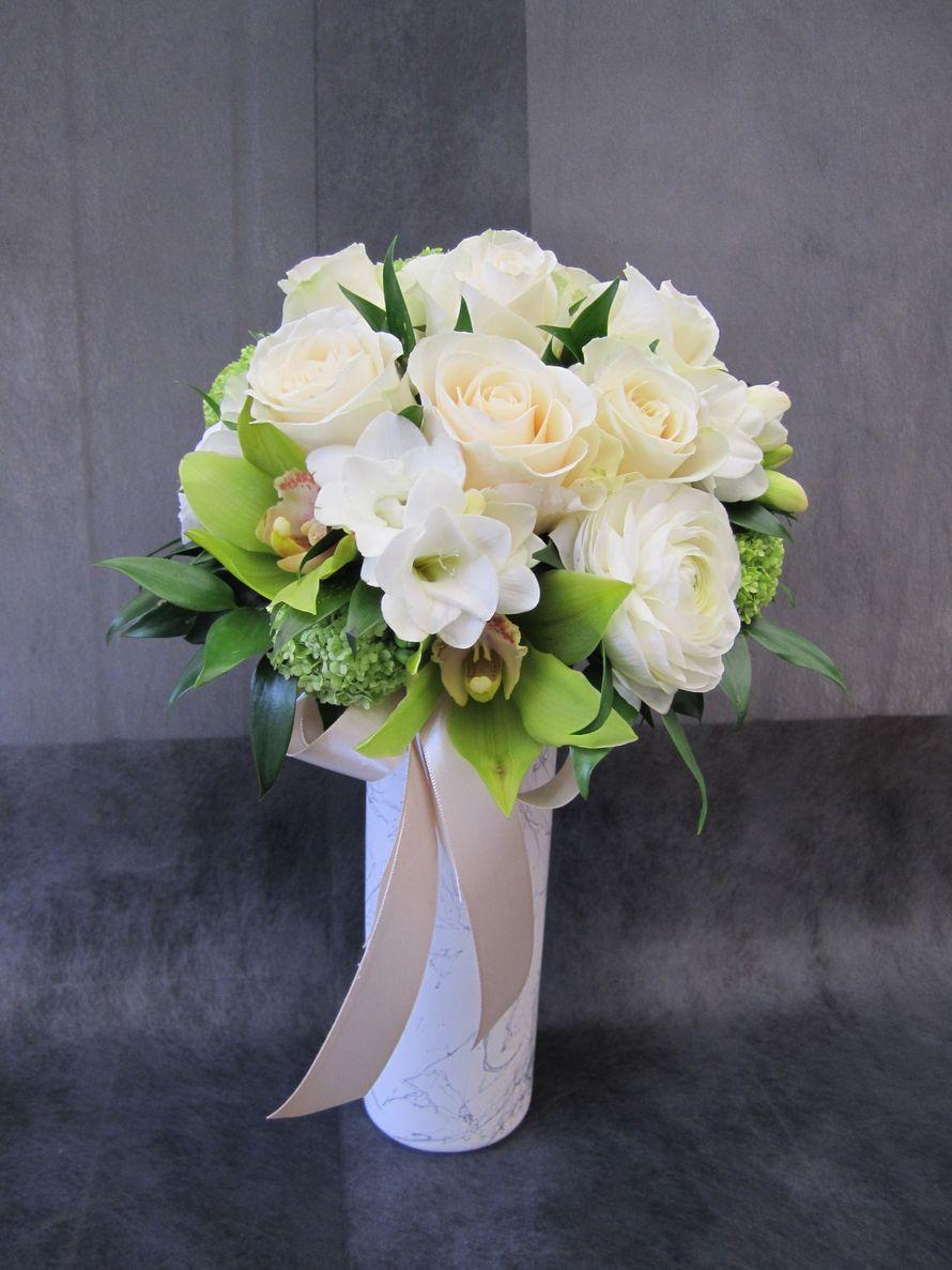 Купить, букет невесты из роз и фрезий фото