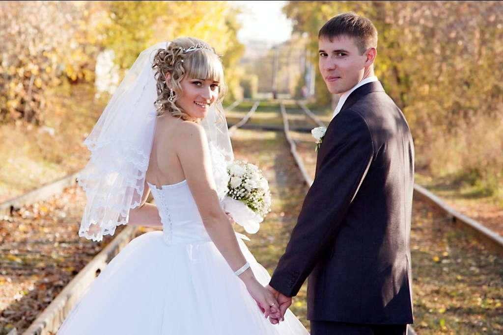 Фотозона на свадьбу недорого читатель