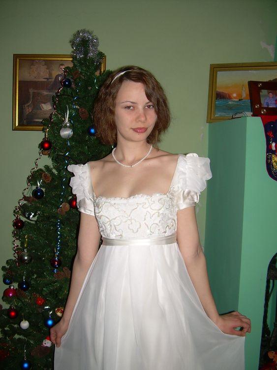 Я в выпускном платье зима 2009 года.