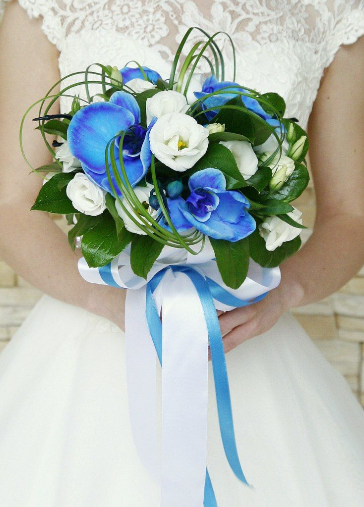Свадебные букеты бело голубые фото, роз цена