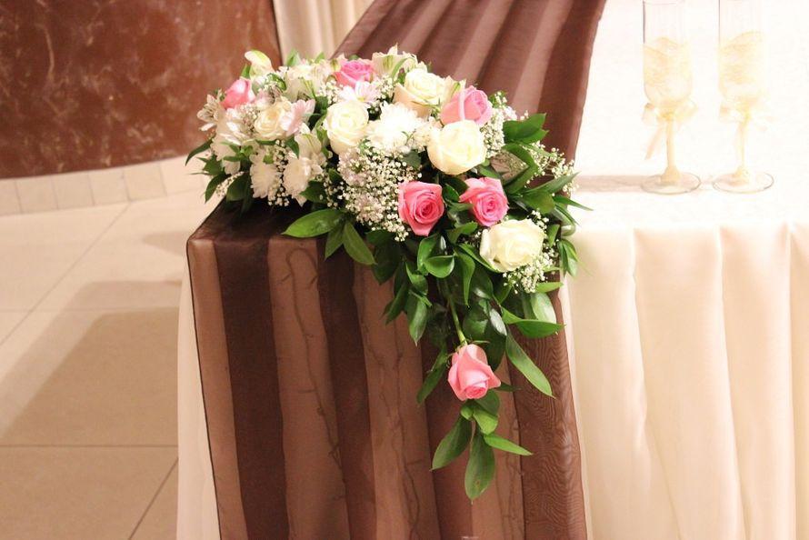 Композиция из белых хризантем, альстромерий, белых и розовых роз, гипсофилы и салала. - фото 2689213 Галерея цветов - Свадебное оформление