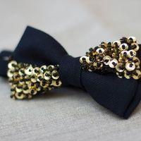 Крутая бабочка черного цвета,декорированная золотыми пайетками ждет тебя! Стоимость бабочки - 890р. Чтобы заказать пишите в л.с.  или по т. +7 952 216 48 01