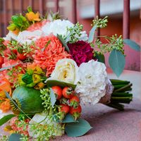 букет невесты: пионовидные розы, мак