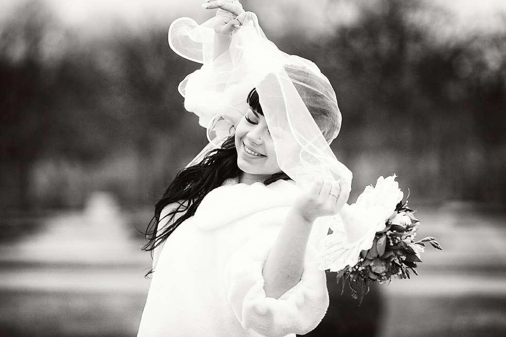 Маргарита -яркая брюнетка,поэтому в черно-белой гамме ее внешность выглядит еще выразительней. - фото 1682457 Фотограф Анна Лемеш