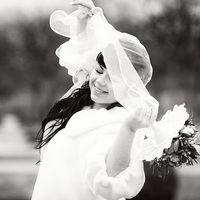 Маргарита -яркая брюнетка,поэтому в черно-белой гамме ее внешность выглядит еще выразительней.