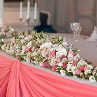 розовая свадьба декор стола молодых композиция из цветов