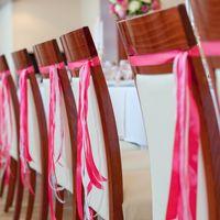 декор стульев лентами