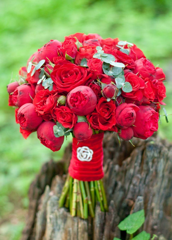 Состав свадебный букет розы и алые, свадебные букеты