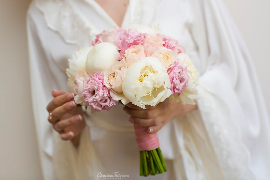бело-розовый букет невесты с пионами - фото 16311556 Студия флористики и декора Глориоза