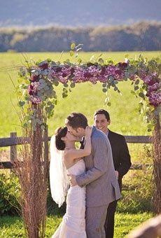 арка для сиреневой свадьбы