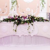 "Цветочная композиция на  столе молодоженов. Свадебное оформление в ресторане ""Летний дворец"""