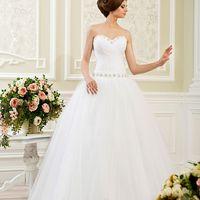 Свадебное платье А350. В наличии всегда полный размерный ряд от 38 по 60. Покупка НОВОГО 24.500р. Прокат свадебных платьев от 2.500 р до 9.500р на три дня. Есть отдельно ряд платьев для проката