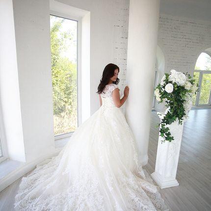 Платье со шлейфом прокат А1607