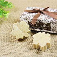 Мыло, оформленное в виде различных фигурок, поддерживает идею свадьбы и несет определенную функцию.