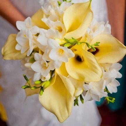 Букет невесты с каллами на лимонную свадьбу