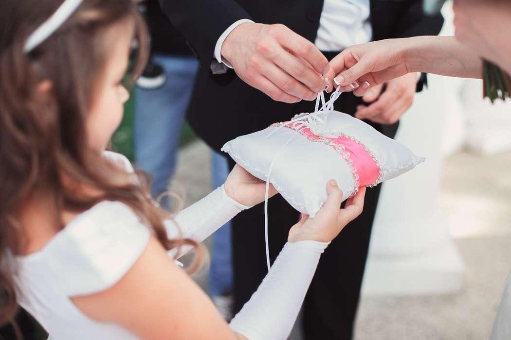 Подушечка с кольцами на Свадебном Зазеркалье Владимира И Ирины - фото 1632775 Jolly Dаy - свадебное агентство