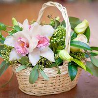 Корзинка с орхидеями станет украшением вашей свадебной церемонии,банкета
