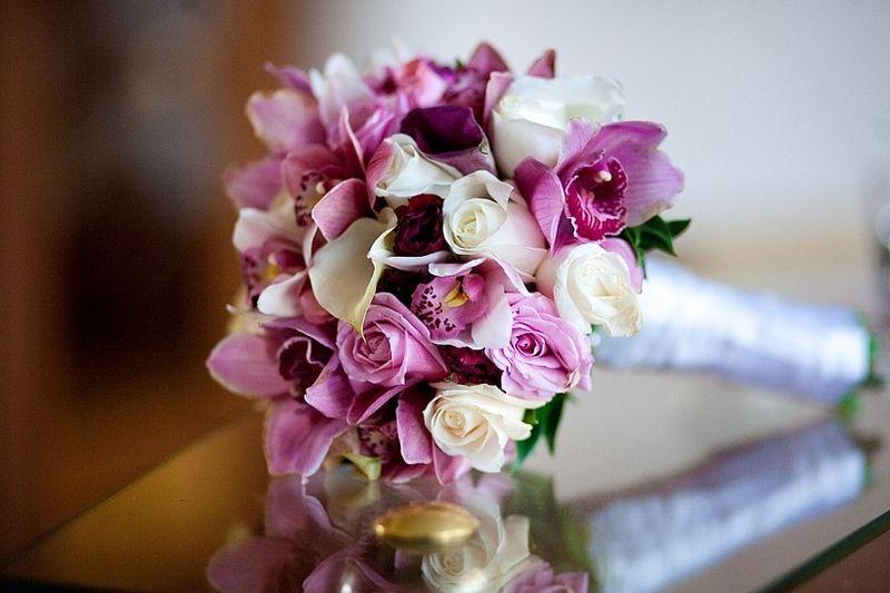 Свадебный букет розовые калл и орхидей, компания