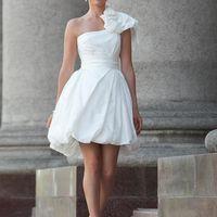 Tutsie: женственное и цветочное платье, невероятно милое и обаятельное. Идельный плотный корсет и юбка – баллон помогут создать непринужденный образ. Ткани и материалы: натуральная тафта Цвет: платья: белый, молочный, кремовый, серо-жемчужный, бордо, шо
