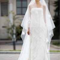 Ajour: великолепное кружевное платье в нетривиальном исполнении - Силуэтное платье, выполненное в несколько слоев тончайшего кружева, плотный корсет, элегантная линия декольте… ничего лишнего только нежность и романтика! Цвет платья: молочный, белый Тка